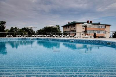 В таком бассейне приятно искупаться в жаркий полдень!