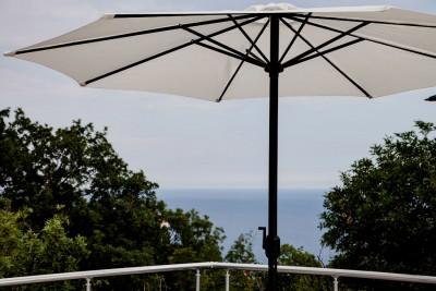 Зонтики уберегут вас от солнца